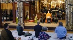 11月25日、大本山光明寺にて世界平和祈願の別時念仏会に参加させていただきました。  毎月25日に大本山光明寺では世界平和を祈願し、別時念仏会をお勤めされています。 参加は自由で、在家の方々と共にお念仏を唱えさせていただ […]