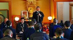 去る、平成25年4月15日(月)大本山光明寺に於いて、平成25年度神浄青定期総会が開催されました。 当日は清々しい晴天の中、会員54名が一堂に会し、松蔭副会長開会宣言の後、総会が開会されました。 冒頭、神浄青第21期会長 […]