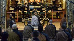 平成29年1月24日(火) 会員30名ほどの参加をいただき、法然上人の御忌を明日に控え別時念仏会を執り行いました。 今年一番の寒さの中ではありましたが、大本山光明寺大殿にて声高らかに念仏、礼拝をいたしました。 法然上人の […]