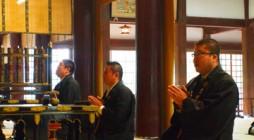 去る平成24年4月20日(金)、鎌倉市の大本山・光明寺に於きまして浄土宗神奈川教区青年会 「平成24年度定期総会」が開催されました。 本年度の定期総会へは56名(委任状42名、合計98名で会則第5条14条により本総会の成 […]