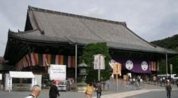 東日本大震災の影響で延期になっていました「全国浄土宗青年会 大遠忌大別時念佛会」が、10月24日(月)~25日(火)、総本山知恩院にて開催されました。 会場の「御影堂(みえいどう)」です。今年の暮れから7年以上にわたる大 […]
