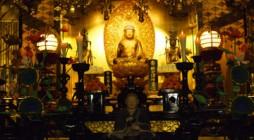 平成24年1月24日(火)、大本山・光明寺に於きまして、「神浄青 御忌別時念仏会」が行われました。当日は、昨晩までの雪は上がり晴れ上がったものの、肌を刺すような寒さの大殿での別時念仏会となりました。 大殿は、25日に大本 […]