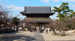 平成23年11月26日(土)、大本山光明寺において、「浄土宗神奈川教区青年会 大別時念仏会」が行われました。僧俗一体を理想として、会員とお檀家さんがともに一緒にお念仏をお称えする会として開催されました。 晴天には恵まれた […]